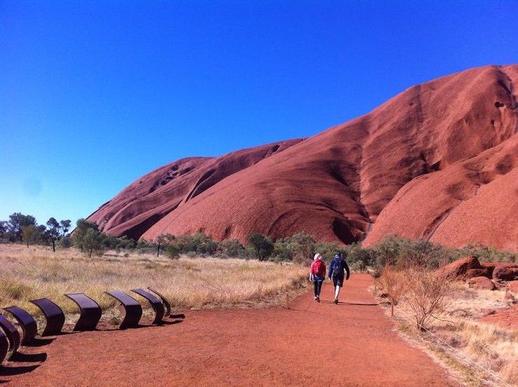 uluru passeggiata Australia