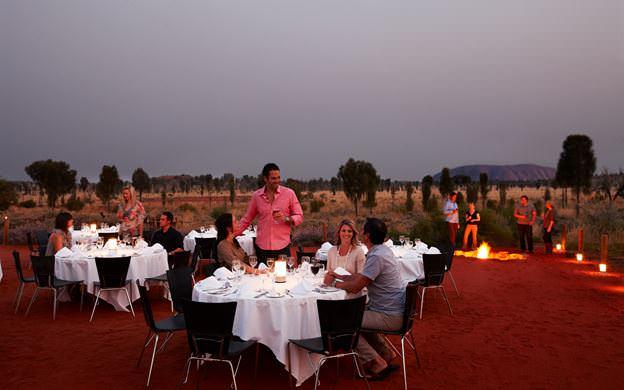 Ayers Rock cose da fare cena deserto australia